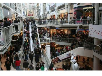 Thanksgiving Holiday Shoppers Have Plent…